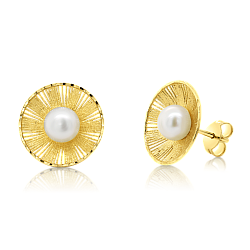 Gold earrings with pearls