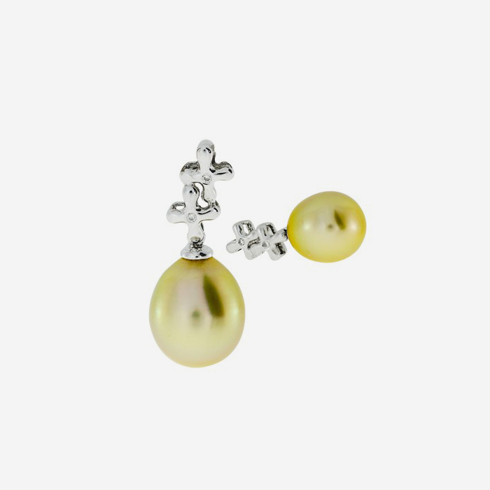 Diamond Earrings Earrings and pendant set with diamonds and pearls White Diamond <br/>Pearl